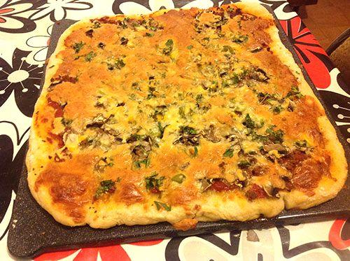 طرز تهیه پیتزا،نون بربری،پیتزا با خمیر نون بربری،پیتزا،طرز تهیه،آشپزی و تغذیه