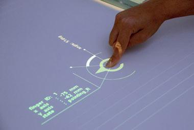 تبدیل میزهای ساده به نمایشگر لمسی, نمایشگر لمسی,اختراعات جدید