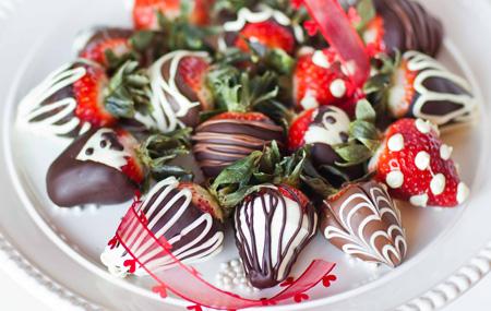 تزیین توت فرنگی با شکلات برای ولنتاین, توت فرنگی های شکلاتی