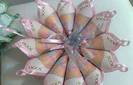 تزیین پول با گل طبیعی
