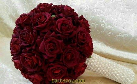دسته گل با رز های سرخ