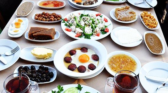 تزیین میز صبحانه,عکس تزیین میز صبحانه, چیدمان میز صبحانه