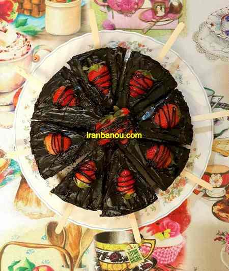 تزیین کیک شکلاتی با میوه