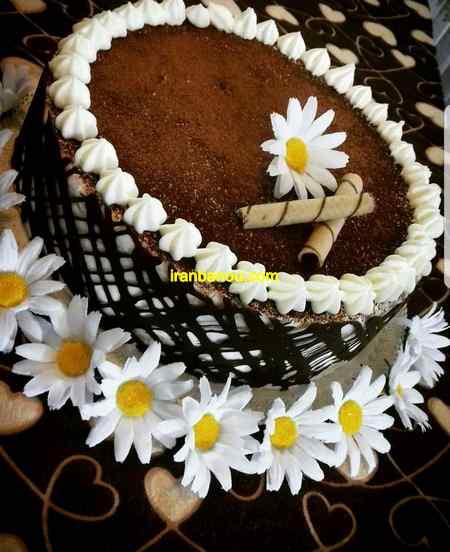 تزیین کیک شکلاتی با اسمارتیز