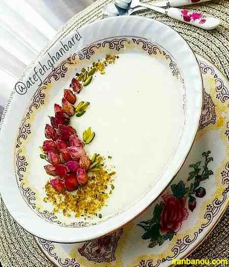 تزیین فرنی با دارچین و ژله و گل محمدی ۱۴۰۰ و ۲۰۲۱