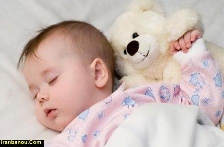 تکان خوردن دست و پای نوزاد در خواب