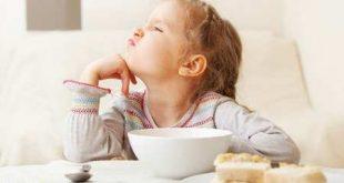 عوارض دیر صبحانه خوردن