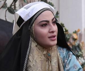بازیگر بانوی عمارت ، مریم مومن