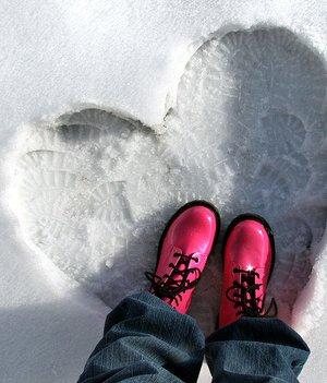 https://iranbanou.com/wp-content/uploads/2019/01/love_red_foot.jpg