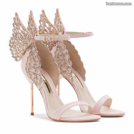 عروس با کفش کتونی