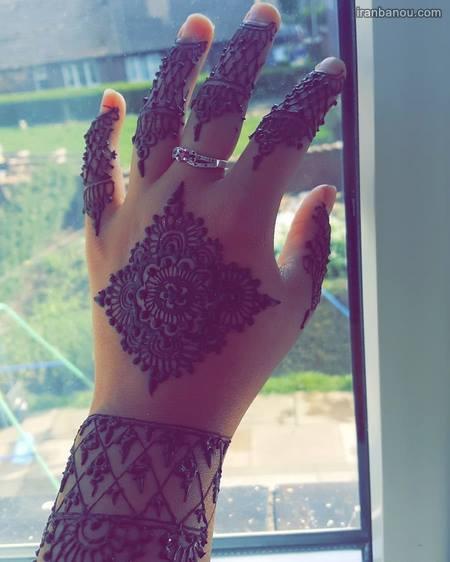 طرح حنا ساده روی انگشت