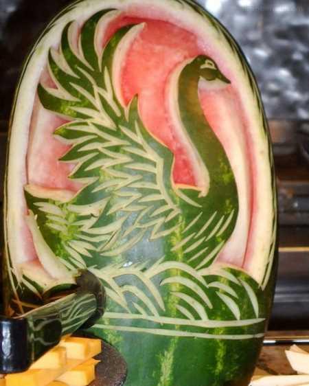 تزیین هندوانه با تور و روبان