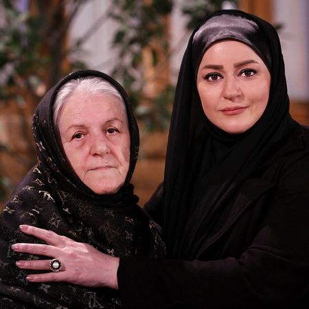نعیمه نظام دوست و مادرش