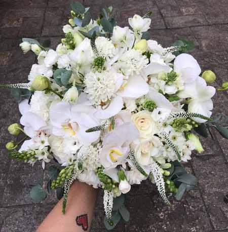 دسته گل عروس با رز سفید و قرمز