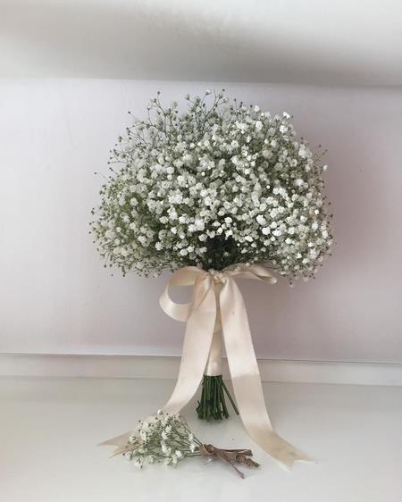 دسته گل عروس رز سفید لب صورتی